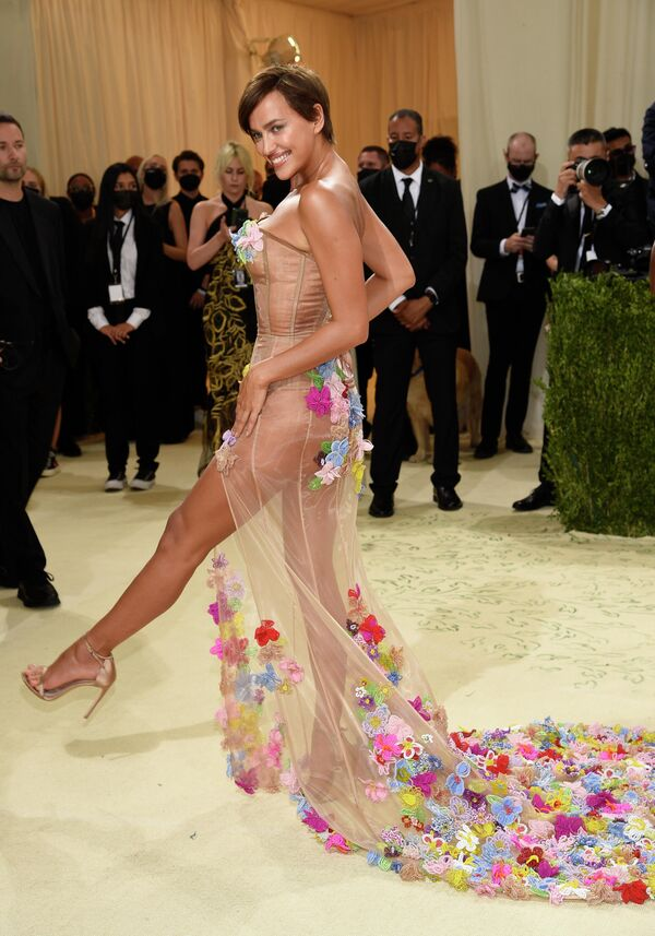 Ирина Шейк на балу Института костюма Met Gala в Нью-Йорке