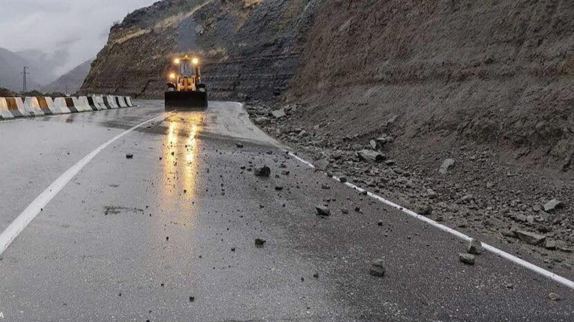 Размытая автомобильная дорога в Дагестане - РИА Новости, 1920, 15.09.2021