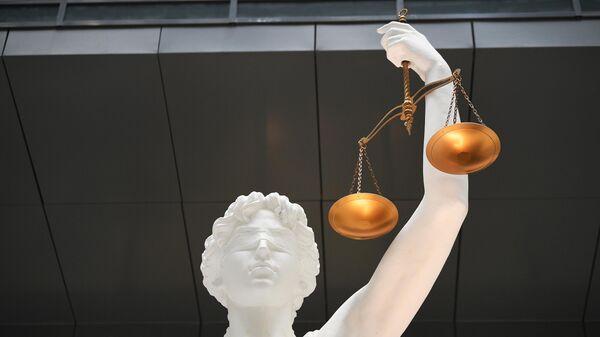 Статуя Фемиды в холле Второго кассационного суда Москвы