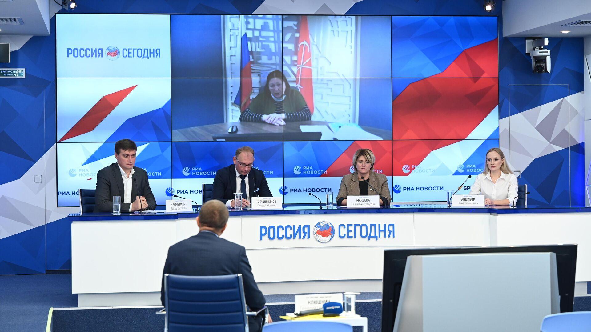 Онлайн-конференция по итогам первого этапа приемной кампании в колледжи России в 2021 году - РИА Новости, 1920, 16.09.2021