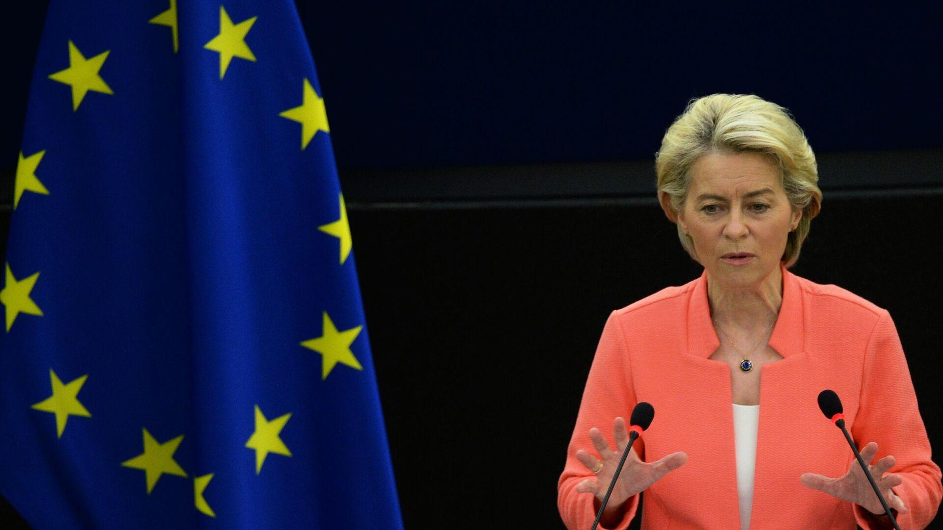 Председатель Еврокомиссии Урсула фон дер Ляйен выступает на пленарной сессии Европейского парламента в Страсбурге - РИА Новости, 1920, 20.09.2021