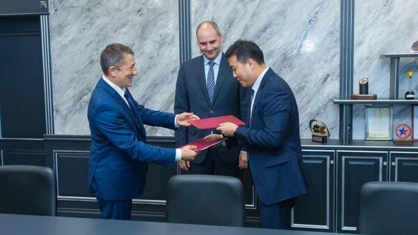 Губернатор Денис Паслер и генеральный директор нефтяной компании Новый Поток Степан Асаулов