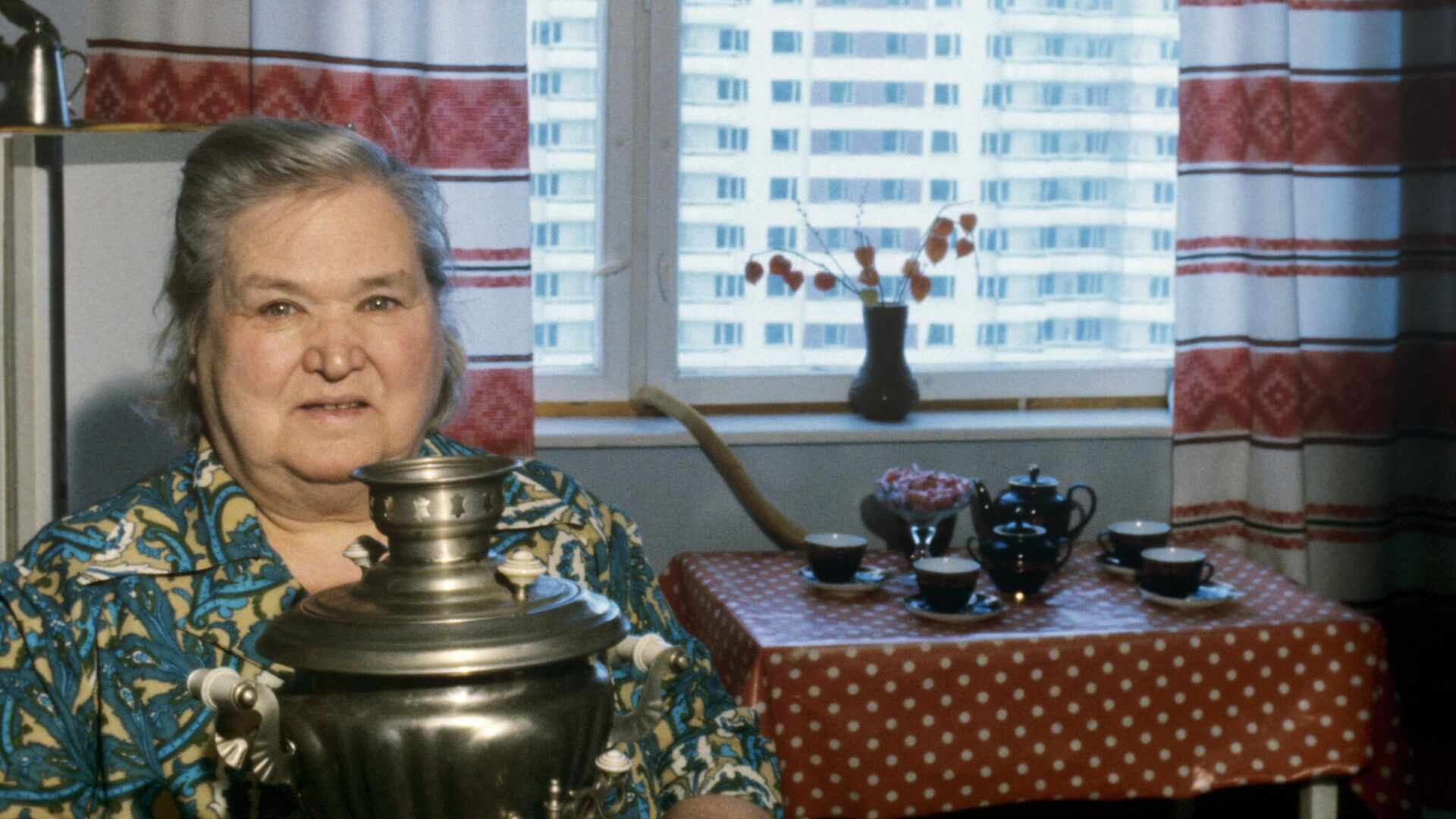 Пенсионерка в своей квартире - РИА Новости, 1920, 16.09.2021