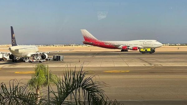 Самолет Boeing 747-400 авиакомпании Россия в Международном аэропорту Шарм-эль-Шейха