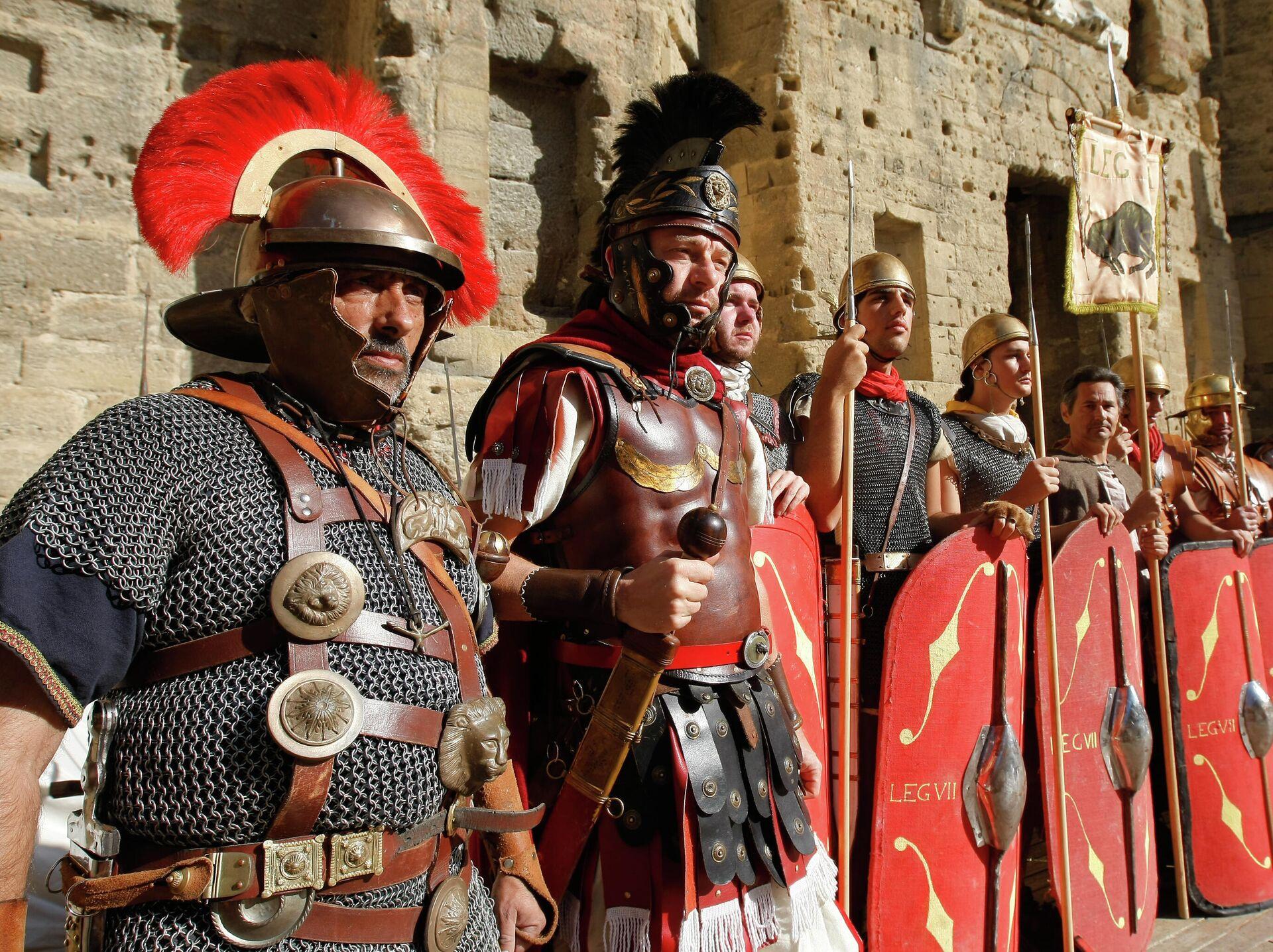Актёры в костюмах римских легионеров - РИА Новости, 1920, 08.10.2021