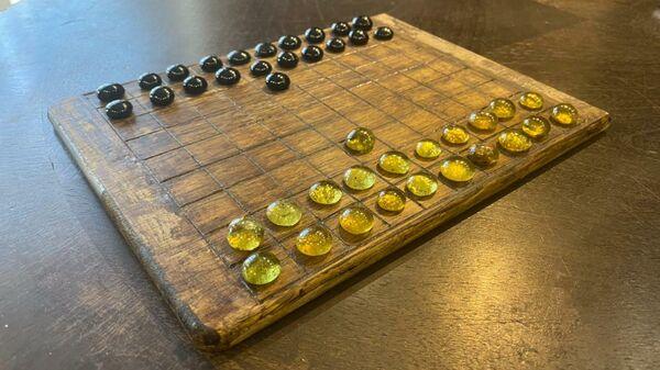Древняя настольная игра, найденная при раскопках на месте будущей дороги под Калининградом