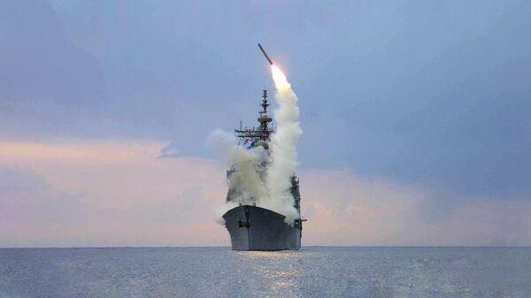 Запуск крылатой ракеты Томагавк с американского военного корабля USS Cape St. George