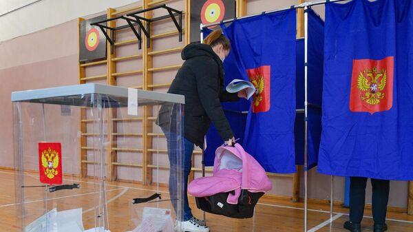 Голосование на избирательном участке в Санкт-Петербурге