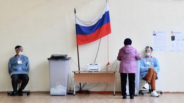 Голосование на избирательном участке в Екатеринбурге