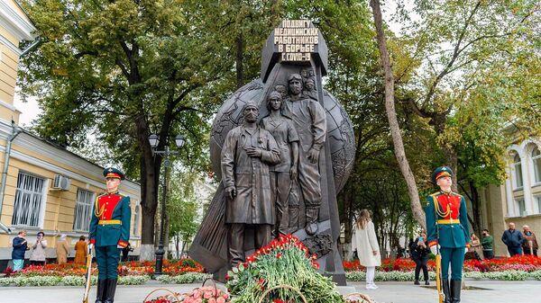 Открытие памятника Подвигу медицинских работников в борьбе с COVID-19 в Москве