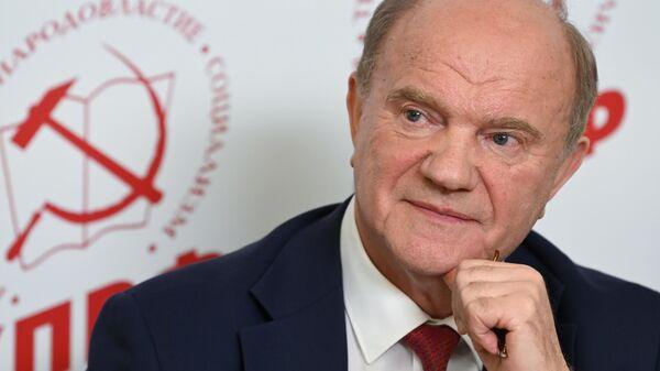 Председатель ЦК КПРФ Геннадий Зюганов на брифинге в центральном штабе КПРФ по выборам