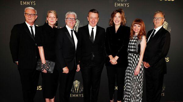 Создатели сериала Корона на церемонии вручения телевизионной премии Эмми в Лос-Анджелесе