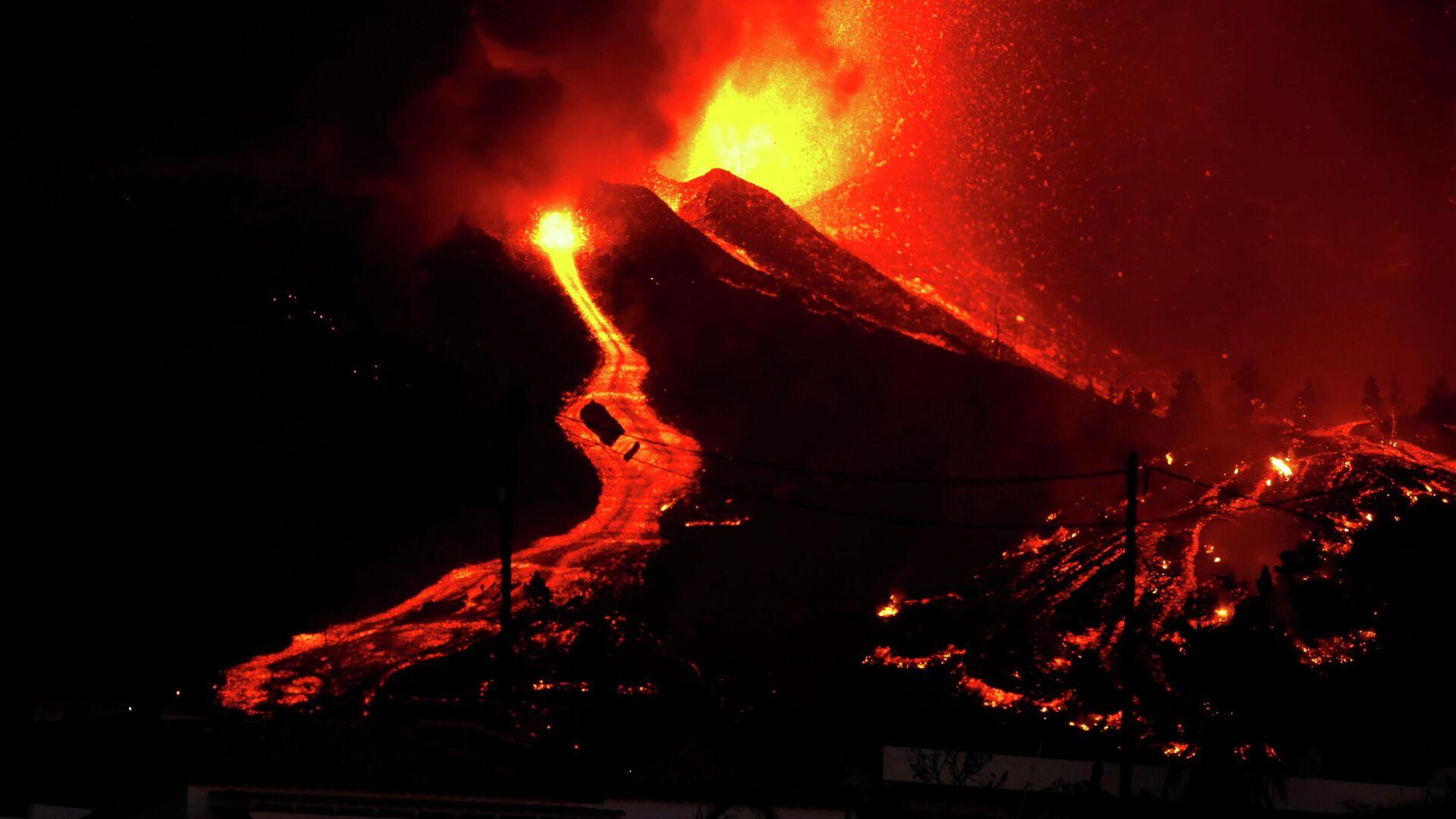 Извержение вулкана на испанском острове Пальма - РИА Новости, 1920, 27.09.2021