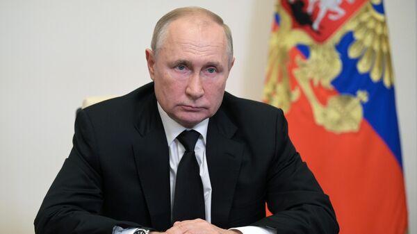 Президент РФ Владимир Путин во время встречи по видеосвязи с председателем Центральной избирательной комиссии РФ Эллой Памфиловой