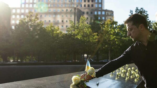 Президент Украины Владимир Зеленский у мемориала 9/11 в Нью-Йорке
