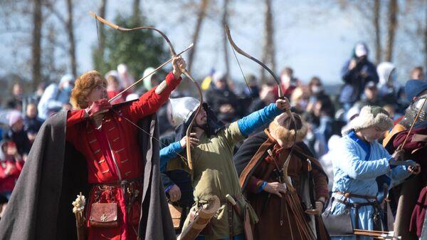 Участники военно-исторических клубов на военно-историческом фестивале Поле Куликово