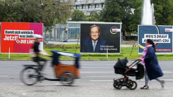 Рекламные щиты с предвыборными плакатами в Берлине, Германия