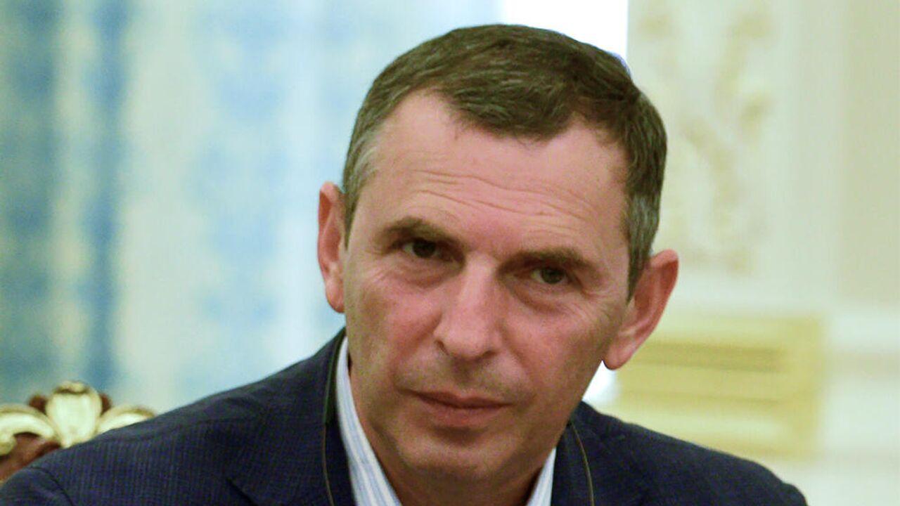 Помощник Зеленского не смог прямо ответить на вопрос об офшорном скандале