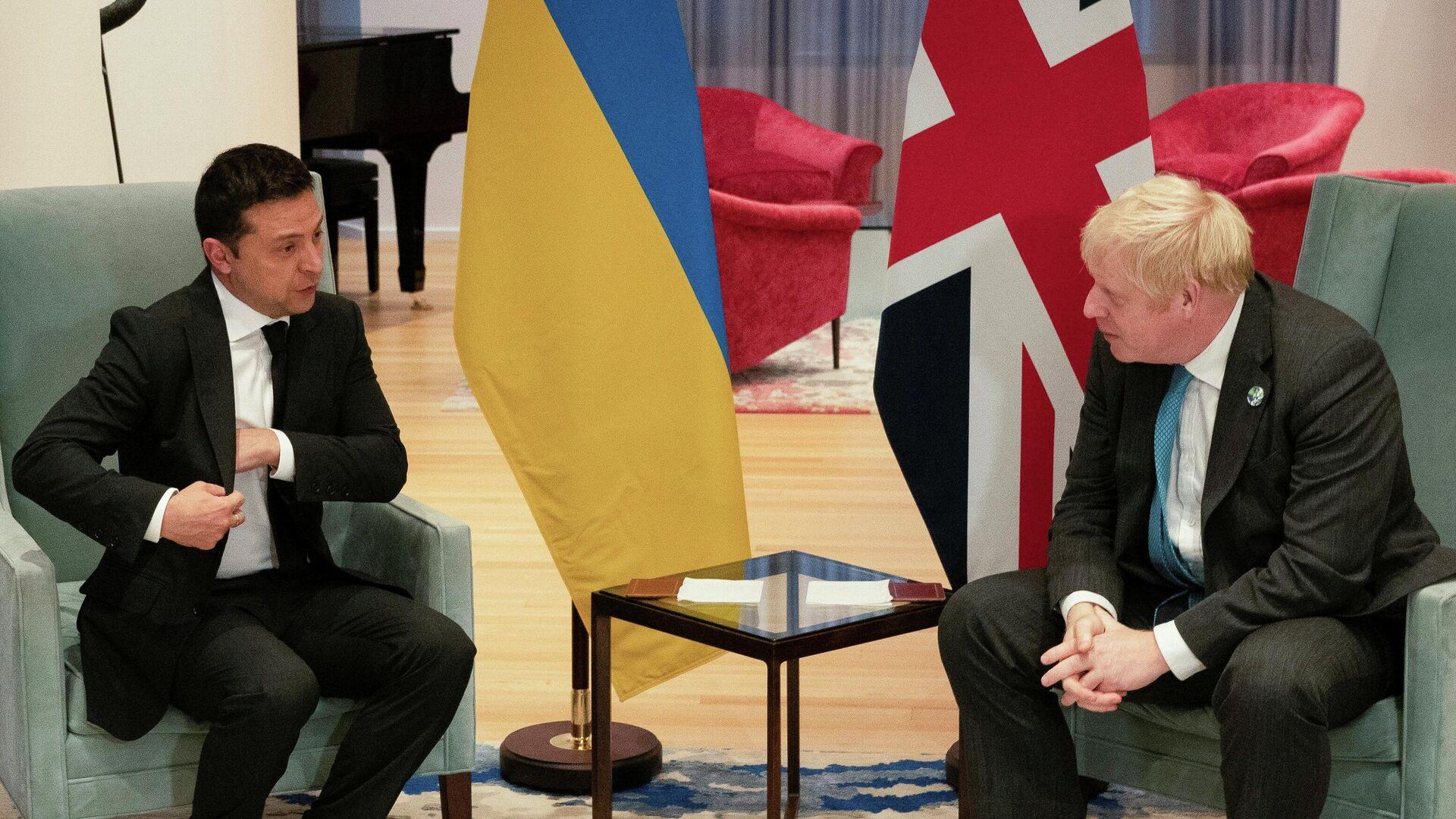 Президент Украины Владимир Зеленский на встрече с премьер-министром Великобритании Борисом Джонсоном в Нью-Йорке - РИА Новости, 1920, 23.09.2021
