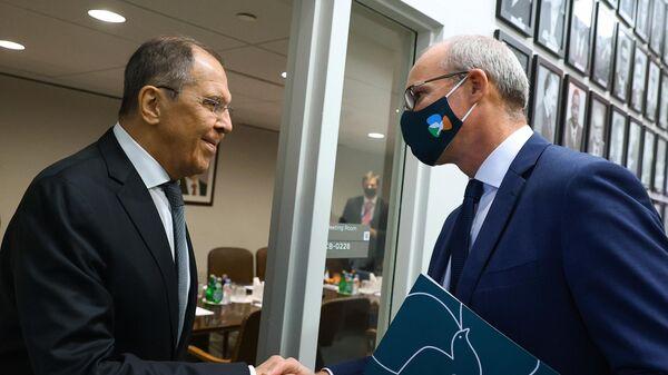 Министр иностранных дел РФ Сергей Лавров и министр иностранных дел и министр обороны Ирландии Саймон Коувени во время встречи в рамках 76-й сессии Генеральной Ассамблеи ООН