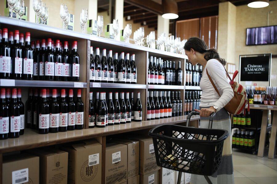 В фирменном магазине Chateau Tamagne винодельни Кубань-Вино в Краснодарском крае