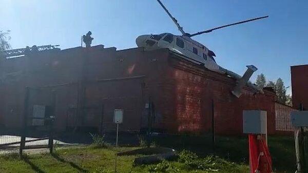 Работы на месте аварийной посадки вертолета в Ижевске