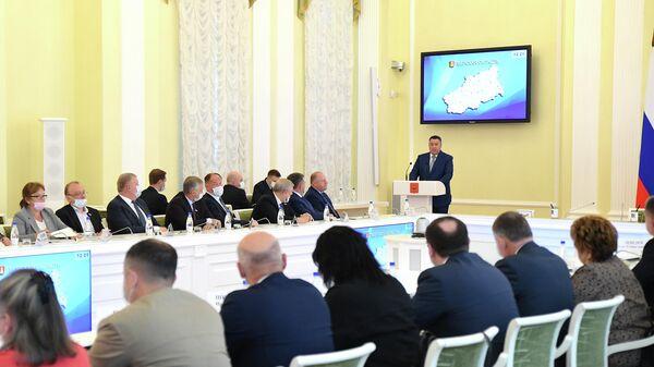 Губернатор Тверской области Игорь Руденя на встрече с избранными в единый день голосования депутатами заксобрания области
