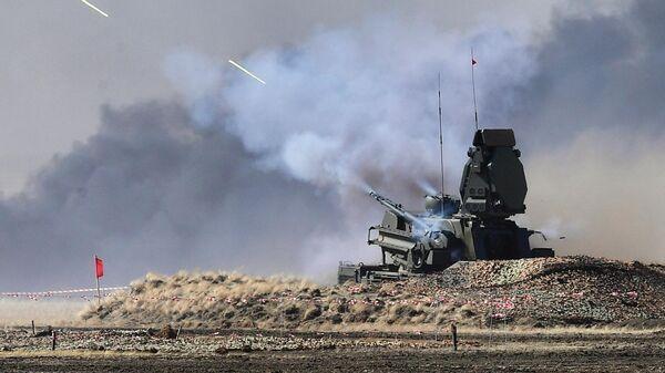 Зенитный ракетно-пушечный комплекс Панцирь-С на антитеррористических учениях стран – членов ШОС Мирная миссия – 2021 на полигоне Донгузский в Оренбургской области