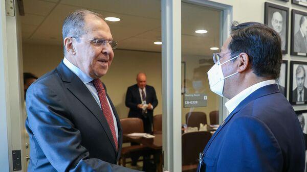 Министр иностранных дел РФ Сергей Лавров и президент Боливии Луис Арсе во время встречи на полях 76-й сессии Генеральной Ассамблеи ООН