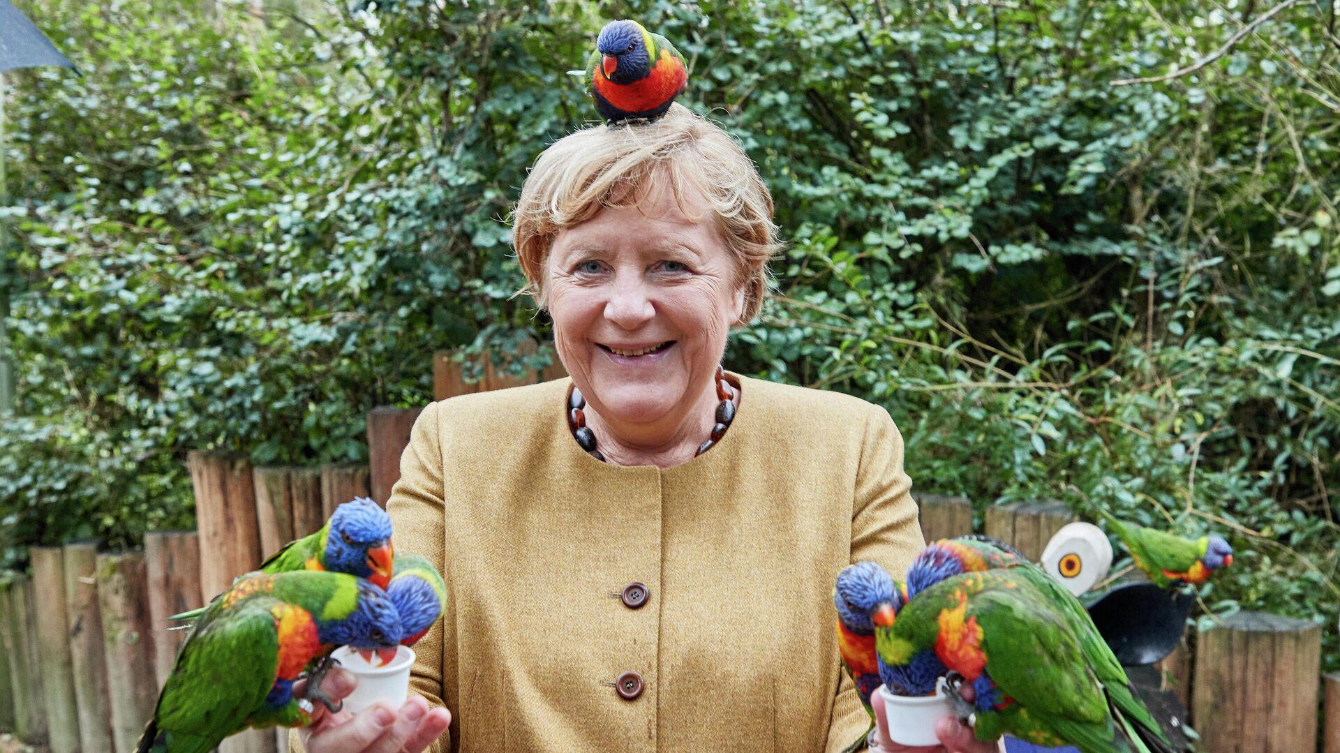 Канцлер Германии Ангела Меркель в Парке птиц в городе Марлов, Германия - РИА Новости, 1920, 24.09.2021