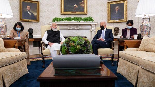 Премьер-министр Индии Нарендра Моди на встрече с президентом США Джо Байденом в Овальном кабинете Белого дома