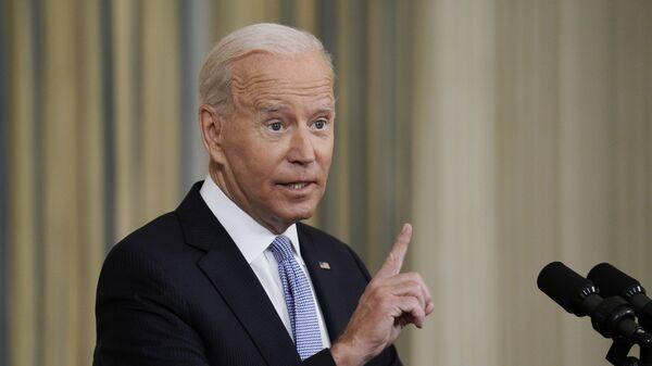 Президент США Джо Байден выступает на пресс-конференции, посвященной ситуации с коронавирусом, в Белом доме в Вашингтон