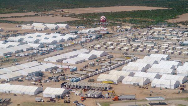Палаточный город для беженцев из Афганистана на территории военного комплекса Донья Ана в Нью-Мексико, США