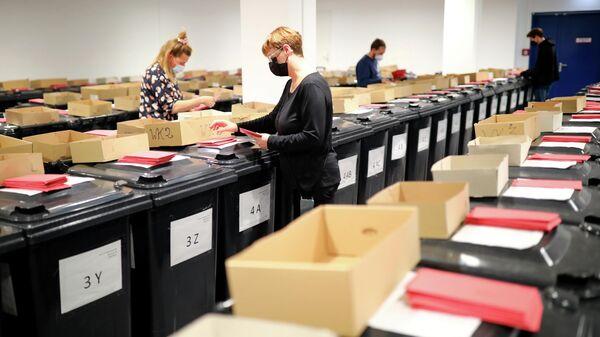 Конверты с открепительными удостоверениями, подготовленные к выборам в Германии