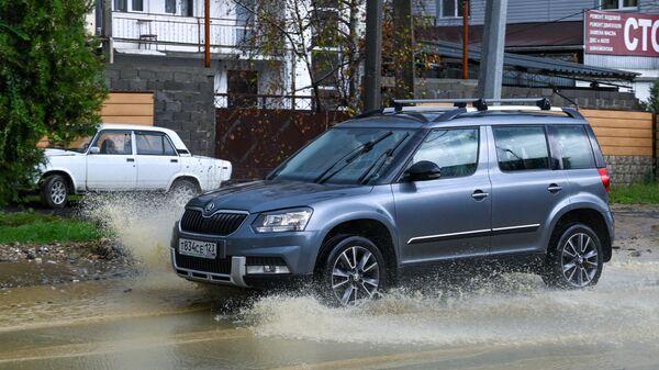 Сильные дожди вызвали оползень в сочинском поселке Варваровка
