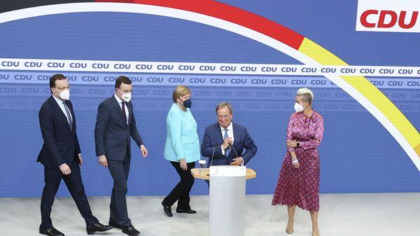 Армин Лашет, Сюзанна Лашет, Ангела Меркель и Пауль Зиемиак после объявления результатов экзит-поллов на выборах в Германии