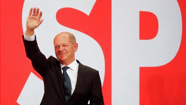 Лидер Социал-демократической партии (СДПГ) Олаф Шольц после объявления результатов экзит-поллов на выборах в Берлине, Германия