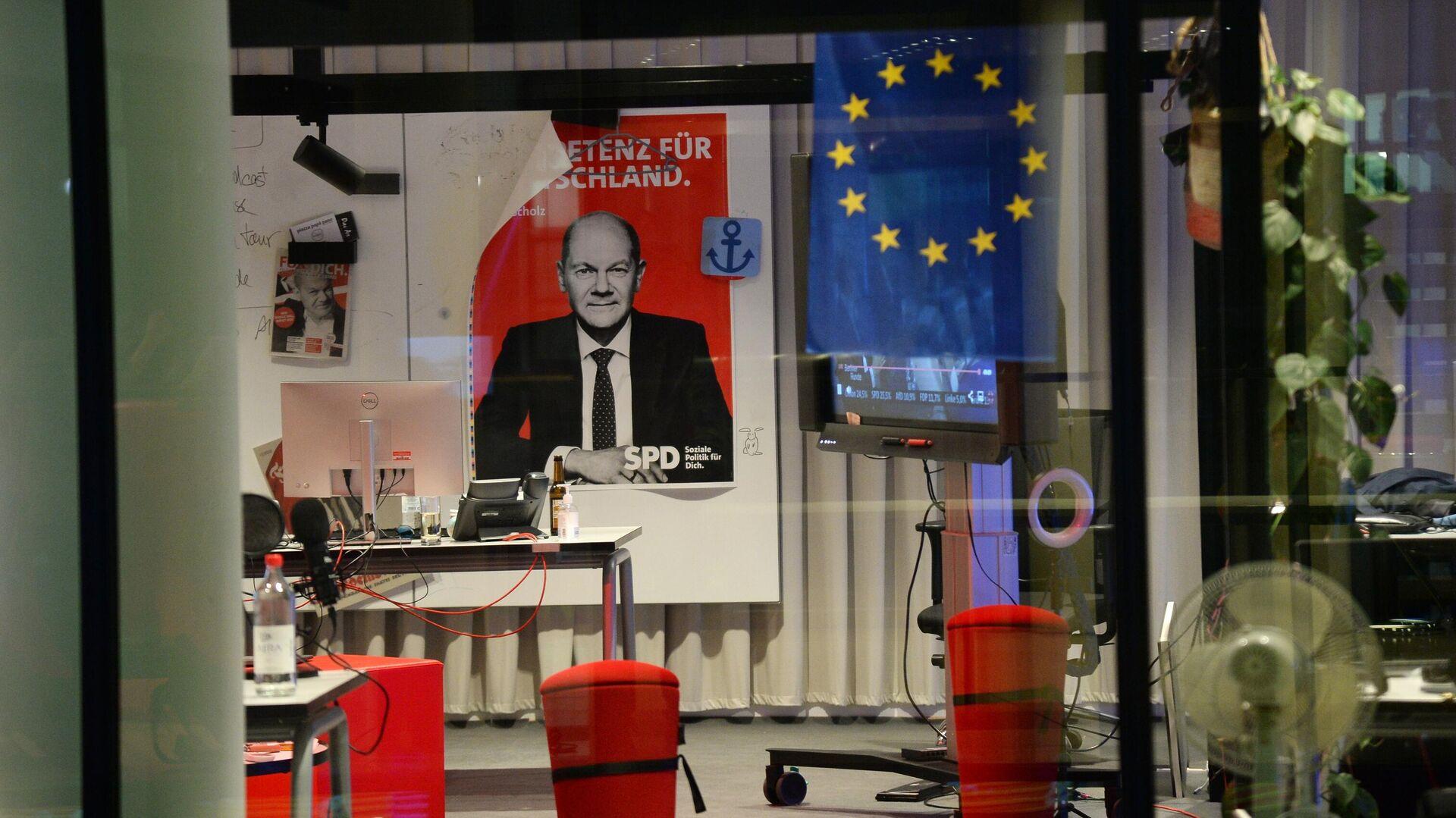 Агитационный плакат вице-канцлера Германии и министра финансов Германии, кандидата на пост канцлера от Социал-демократической партия Германии Олафа Шольца - РИА Новости, 1920, 27.09.2021