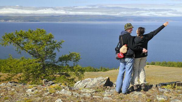 Туристы на острове Ольхон