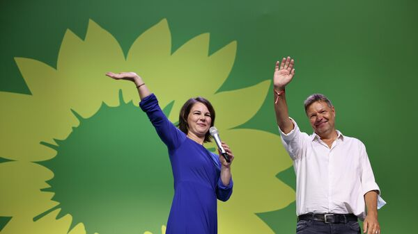 Председатель партии зеленых, главный кандидат Анналена Баербок и со-лидер Роберт Хабек