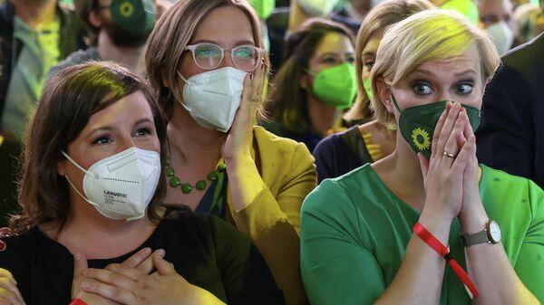 Сторонники партии Зеленых после объявления результатов первого голосования на всеобщих выборах в Берлине, Германия