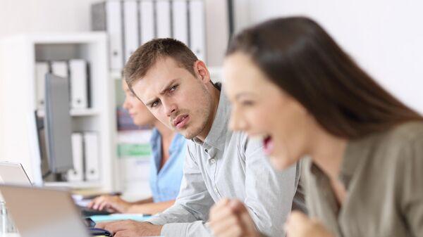 Работники в офисе