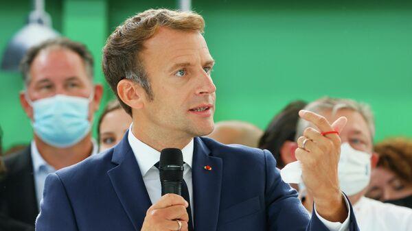 Президент Франции Эммануэль Макрон на выставке в Лионе
