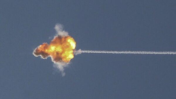 Израильский противоракетный комплекс Железный купол перехватывает ракету, запущенную из сектора Газа в сторону Израиля