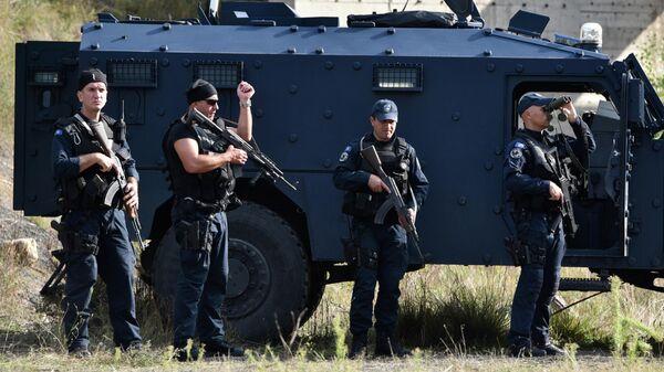 Спецназ полиции Косово во время протеста косовских сербов в Ярине