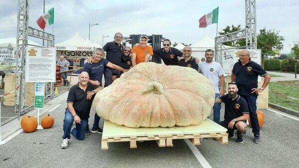 Тыква весом 1226 килограммов на фестивале тыквы в Тоскане