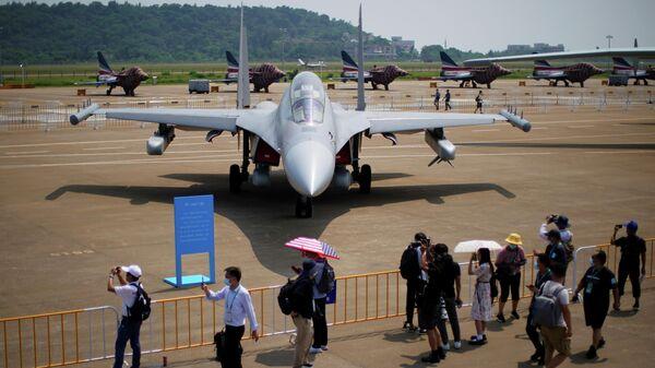 Самолет РЭБ J-16D на выставке Airshow China в Чжухае