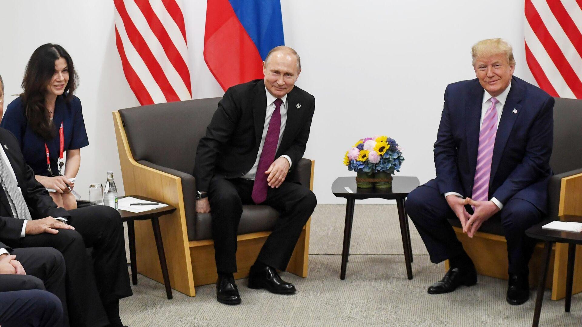Президент РФ Владимир Путин и президент США Дональд Трамп во время встречи на полях саммита Группы двадцати в Осаке - РИА Новости, 1920, 28.09.2021