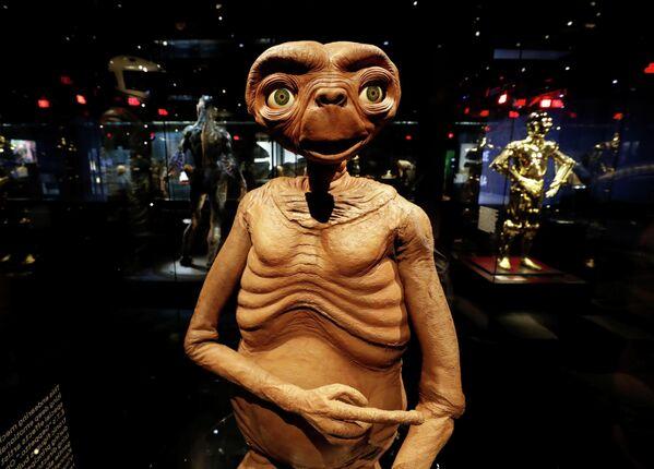 """Фигура пришельца из фильма Спилберга """"Инопланетянин"""" в Музее Американской киноакадемии"""