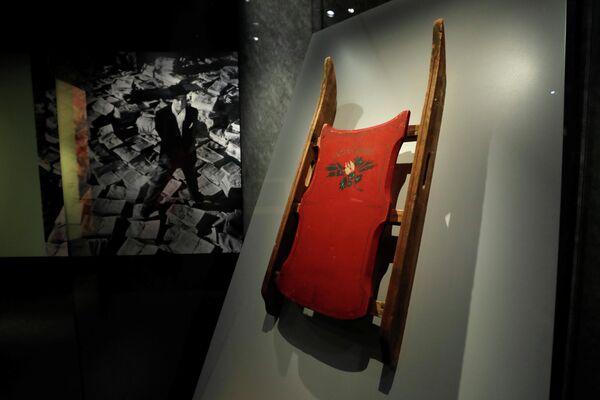 """Санки марки """"Розовый бутон"""" из фильма """"Гражданин Кейн"""" в Музее Американской киноакадемии"""